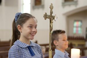 St Pius Catholic Primary School Enmore - students assisting during mass